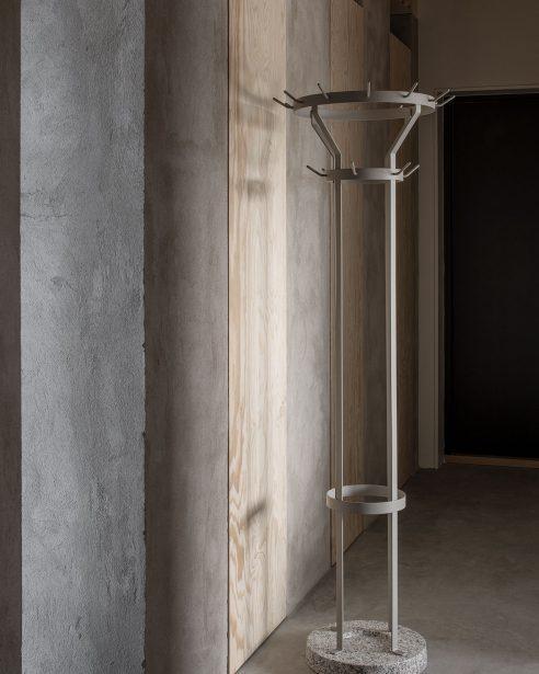 MARCEL COAT STAND – stone grey