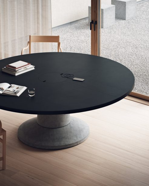 COLOSSUS TABLE ROUND