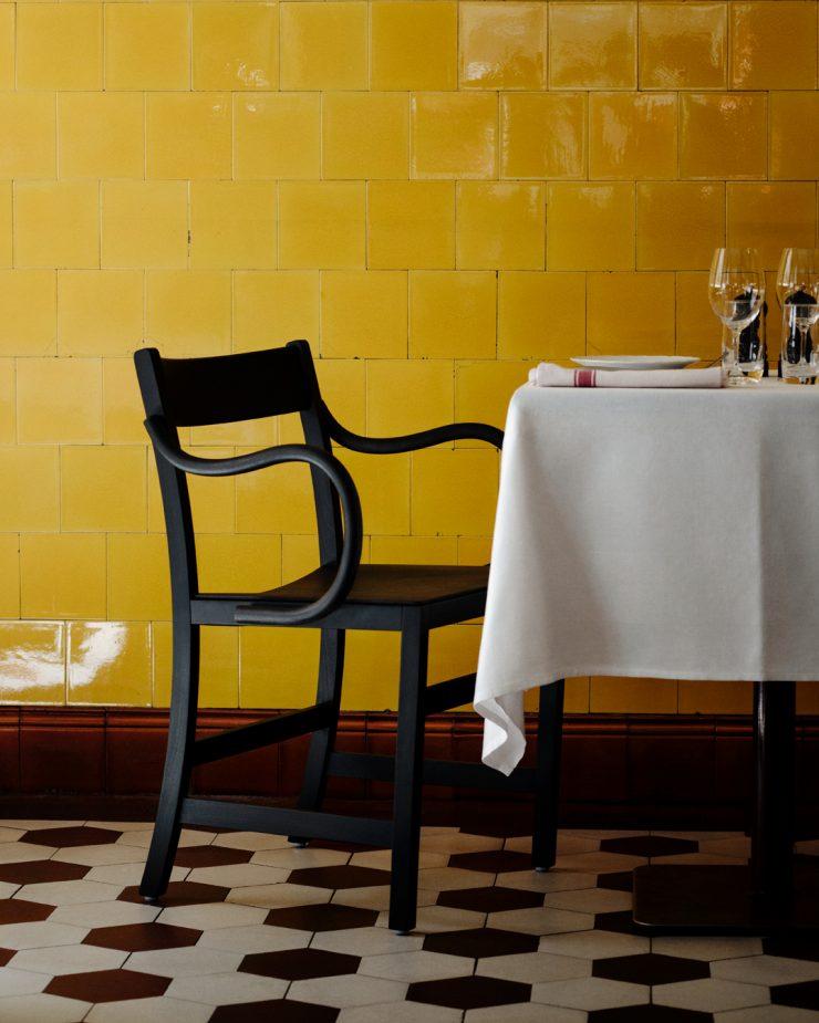 Waiter XL Armchair
